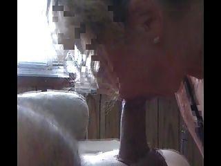 hot blonde russische milf saugt einen großen Schwanz vor dem Reiten 1