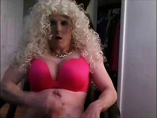 große blonde crossdressing bimbo