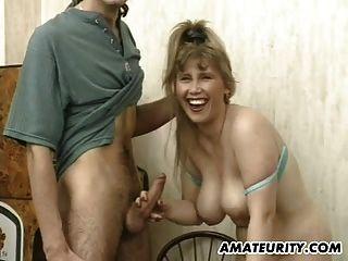 Busty Amateur Freundin saugt und fickt mit Gesichtsbehandlung