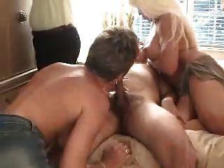 gut benutzte Blondinen fickt in einem 3some 1