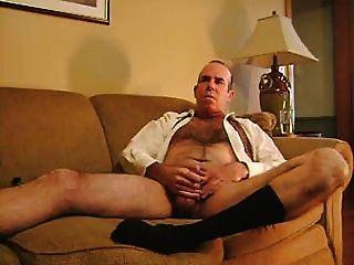 Rauch und masturbieren in schwarzen Socken