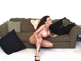 große fake tits milf xxena reitet einen dildo
