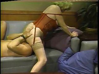Kitty Fuchs verschiedene Positionen auf der Couch