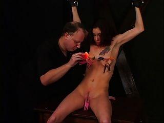 kleine tits chick genießen eine bdsm session mit ihrem meister