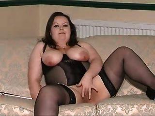 Mädchen in schwarzem Gürtel