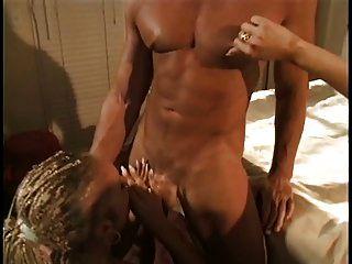 schöne blonde anal Schlampe mit Zöpfen bekommt ihren Arsch von einem großen Schwanz gefickt