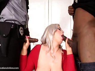 große Beute weißes Babe gefickt von 2 großen schwarzen Schwänzen
