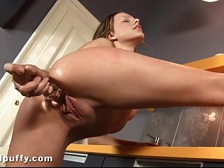 Pussy Clip und Dildo