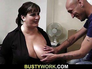 Interview führt zu Sex für dieses busty Babe