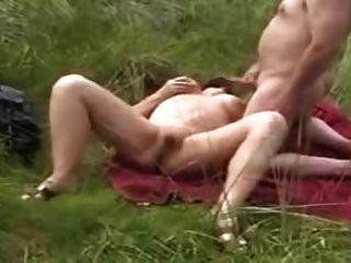 Oma am Strand masturbieren für Voyeure
