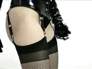 Emily Stand Latex Modenschau