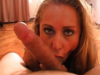 blonde babe nylon footjob und blowjob zu cum