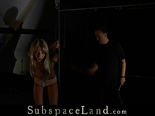 Skinny Sklave Mädchen schmerzhaft diszipliniert
