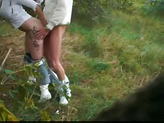 Outdoor-Blowjob mit ausstellungswürdigem deutschem Paar