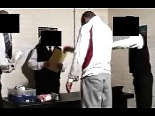 die ersten Minuten im Gefängnis
