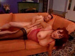 latina milf wird in Arsch und Nuss in den Mund gefickt