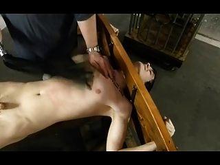 bdsm Bondage Homosexuell Junge ist gekitzelt und gefoltert