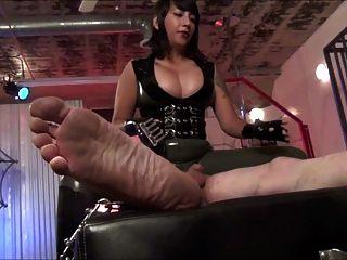 heiße asiatische Herrin elektro Folter und faceslapping