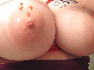 heißes Wachs auf Brüsten