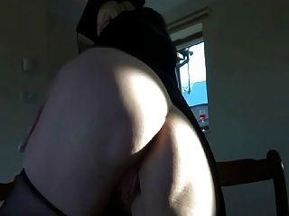 britische Schlampe lucy g spielt mit sich selbst in Strumpfhosen