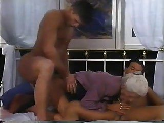 2 Männer und eine doppelte Penetration für Oma