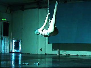 Ballerina Shibari Selbst Bondage und Suspension