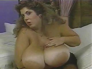 riesige blinzelnde boobs