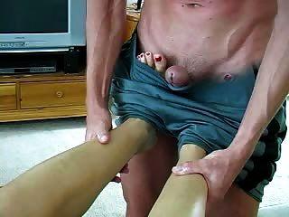 Fußmassage führt zu Sex und einem Fußjob