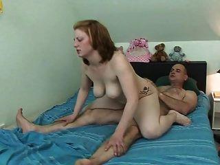 Amateur Redhead große natürliche Titten heißen Sex