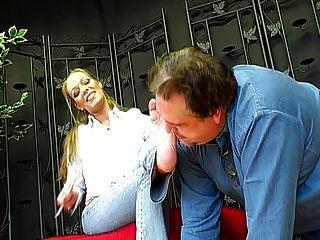 deutsche Femdom Lady Joanne und ihr Fuß Sklave 1
