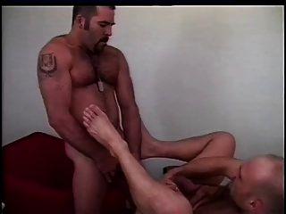zwei heiße Jungs ficken sich gegenseitig echt hart