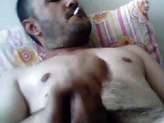 masturbierender türkischer bär mehmet raucht und hebt ab