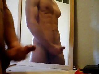 schöner Hahn Streicheln mit riesigen Spiegel Cumshot
