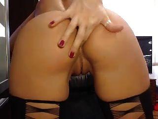 callila mit perfekten körper zeigen netten arsch und pussy auf webcam