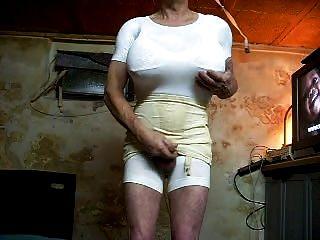 großer weißer BH und Körper