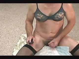 allycdtv im blauen bH, schwarze nylons und ein hardon