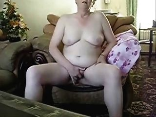 busty grandma masturbieren vor hubby