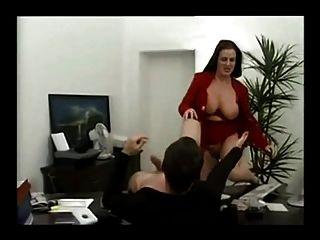 üppige deutsche Milf in ihrem Büro gefickt