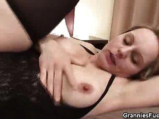 haarige Pussy Oma von einem schwarzen Gestüt gezüchtet