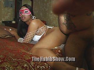 Stripper Sexband ausgesetzt