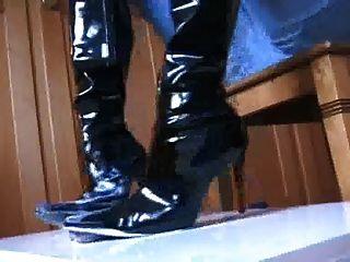 schwarze Stiefel Schuhjob