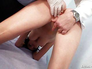 busty babe rita perverse gyno doktor prüfung