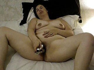 Nachbarmutter mit einem Vibrator