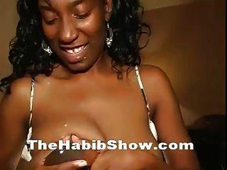 laktierende 38ddd squirting milchige Titten gefickt