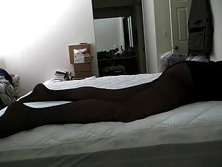 Bett humping in schwarzer Strumpfhose ...