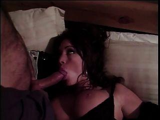 taylor st. clair saugt und nimmt steifen Schwanz im Bett