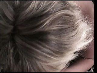 große Titten blonde bläst einen glücklichen Kerl
