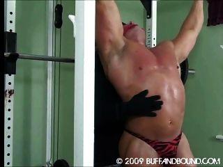 Muskel-Jungs gebunden und verprügeln