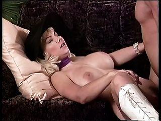 big tits chick in einen Hut bekommt ihre Pussy schlug