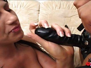 interracial lesbians strapon spielen nach der rasur